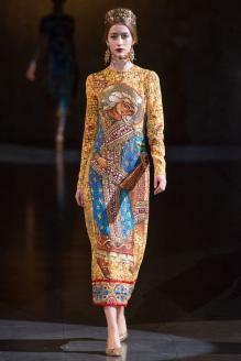 Показ «религиозной» коллекции Dolce & Gabbana на неделе моды 34 в Милане. 2013 г.
