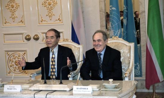 Минтимер Шаймиев и Коитиро Мацуура. Казань, июнь, 2003 г.