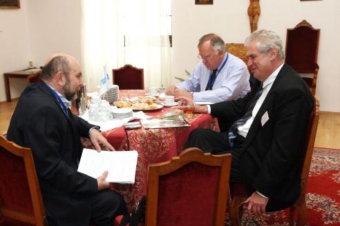 """Милош Земан с главным редактором журнала """"Мужская работа"""" Б. Абдуллаевым"""
