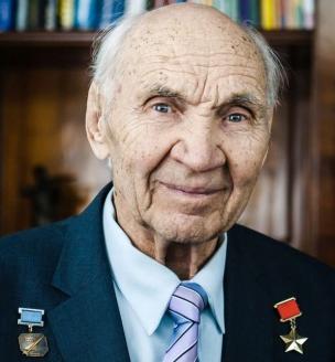 Георгий Константинович Мосолов - заслуженный лётчик-испытатель, Герой Советского Союза, обладатель шести мировых авиационных рекордов