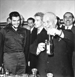 Глава правительственной экономической миссии Кубы Э.Че Гевара и Первый секретарь ЦК КПСС, Председатель Совета Министров СССР Н.С. Хрущёв. 1961 г.
