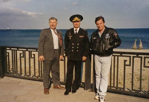 В.Г. Дейнека с лучшими в мире палубными летчиками в Феодосии, октябрь 1997г.
