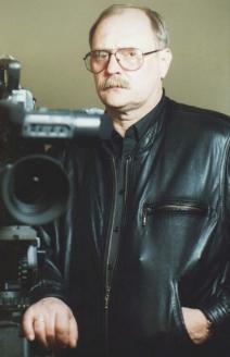 Владимир Владимирович Бортко — российский режиссёр, сценарист и продюсер. Народный артист Российской Федерации (2000)