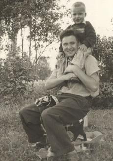С отцом, скульптором И.М. Рукавишниковым