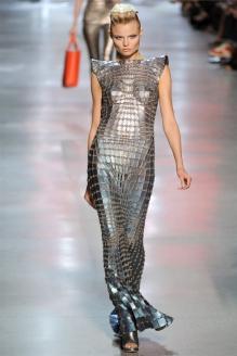 Платье-кольчуга от Пако Рабанне. 2012 г