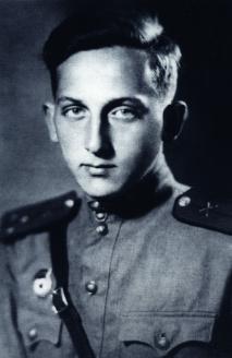 Г. А. Арбатов. Старший лейтенант артиллерии, командир батареи, Калининский Фронт. 1942 г.