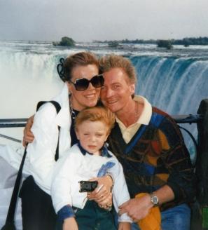 На отдыхе с семьёй. У Ниагарского водопада